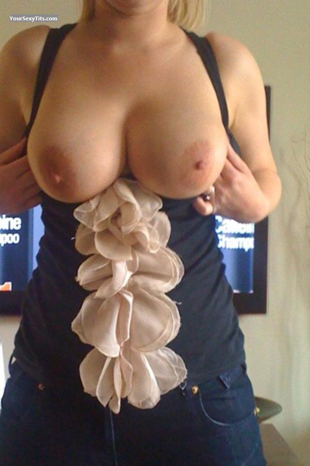 Tit Flash: Big Tits By IPhone - Lucy from United States