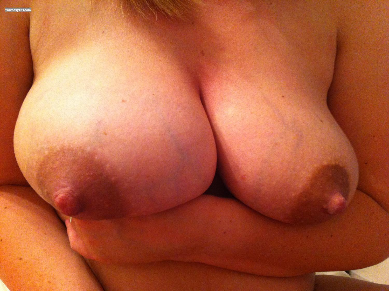 Tit Flash: Big Tits By IPhone - Lagreenie from United Kingdom