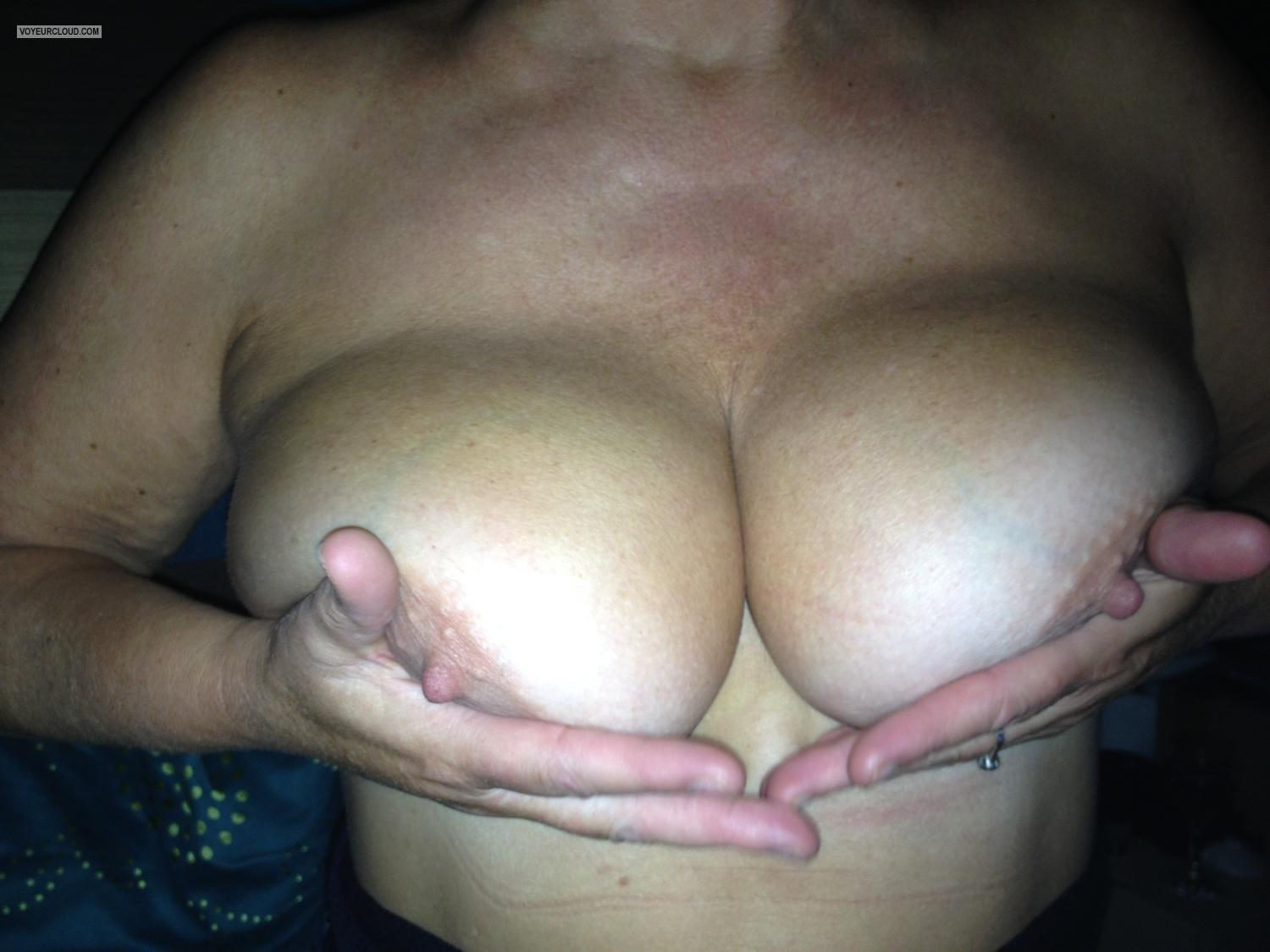 Tit Flash: Big Tits By IPhone - Goodboy from United Kingdom