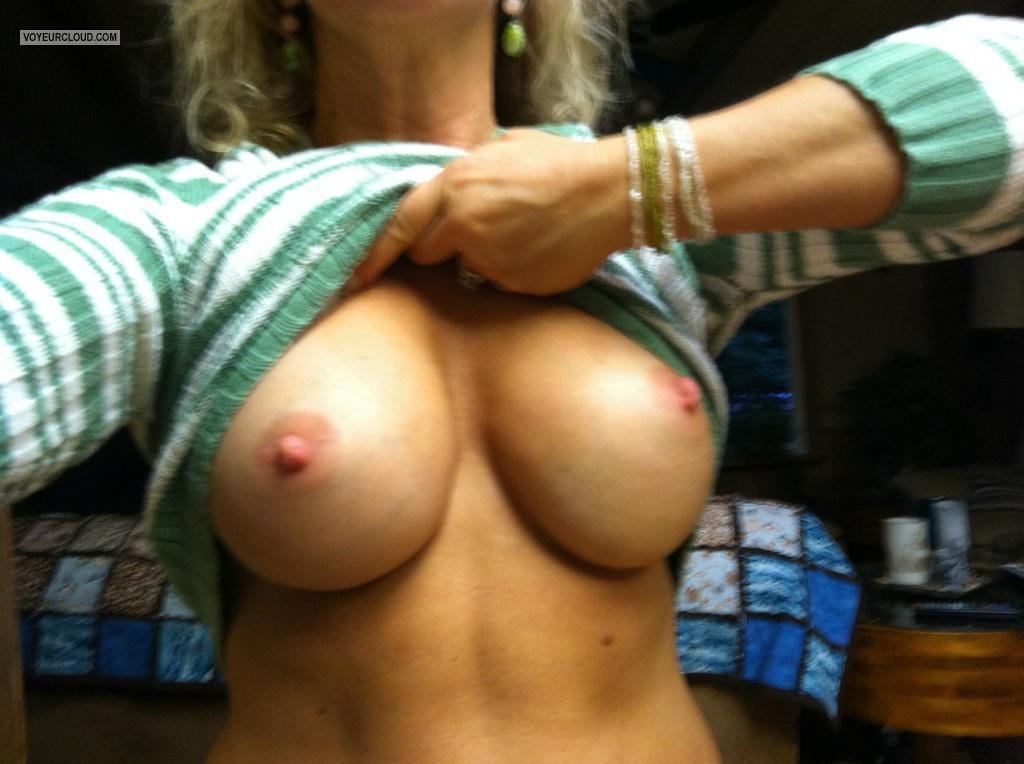 Tit Flash: Wife's Big Tits (Selfie) - Sandy Cheeks from United States