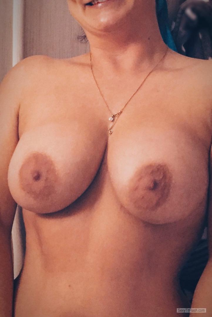 Tit Flash: Wife's Big Tits - Jules Next Door from United Kingdom