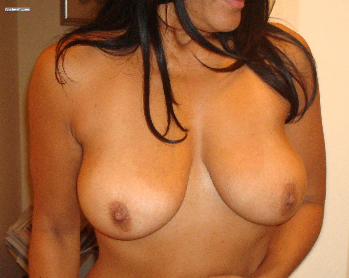 Tit Flash: Big Tits - Latinasexlady from Spain