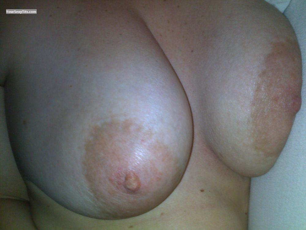 Tit Flash: Big Tits - Twin Peeks from United States
