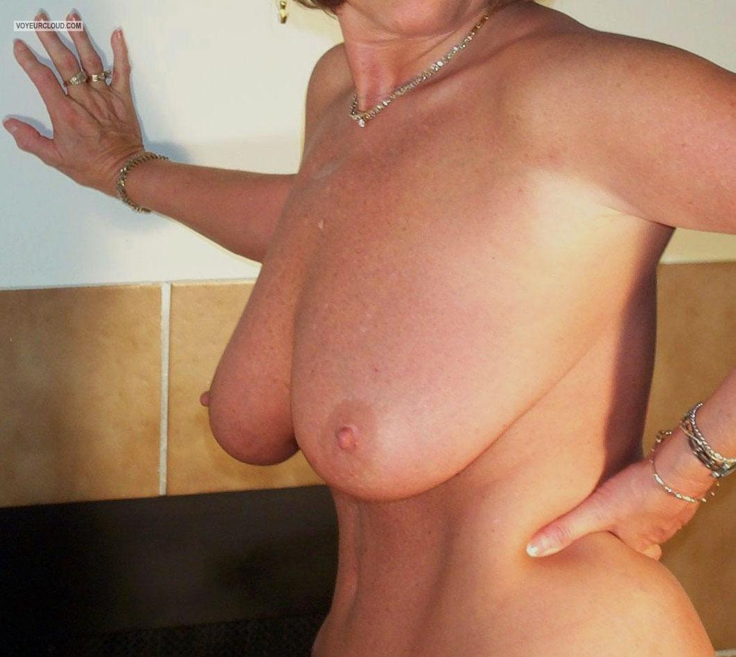 Tit Flash: Wife's Big Tits - Domino from United States