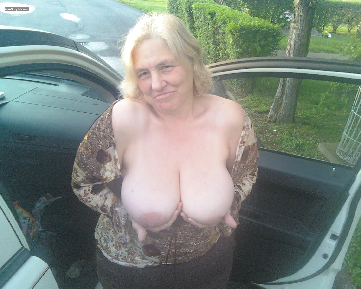Tit Flash: Big Tits - Topless Big Titties from United States