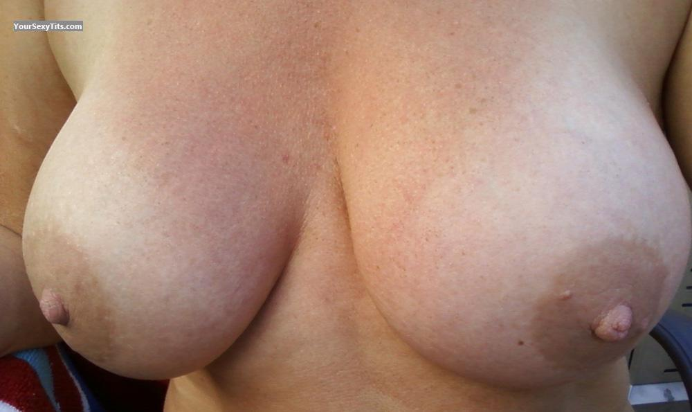 Tit Flash: Wife's Big Tits - Mindy from United States