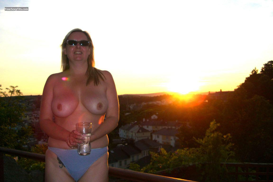 Tit Flash: Big Tits - Topless Donna from United Kingdom