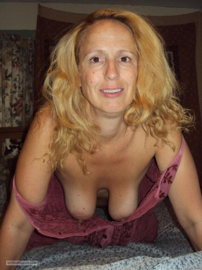Old nude lady with big nipple hanging tits
