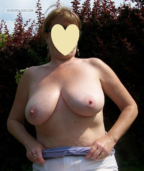 Tit Flash: Wife's Big Tits - Parklover from United Kingdom