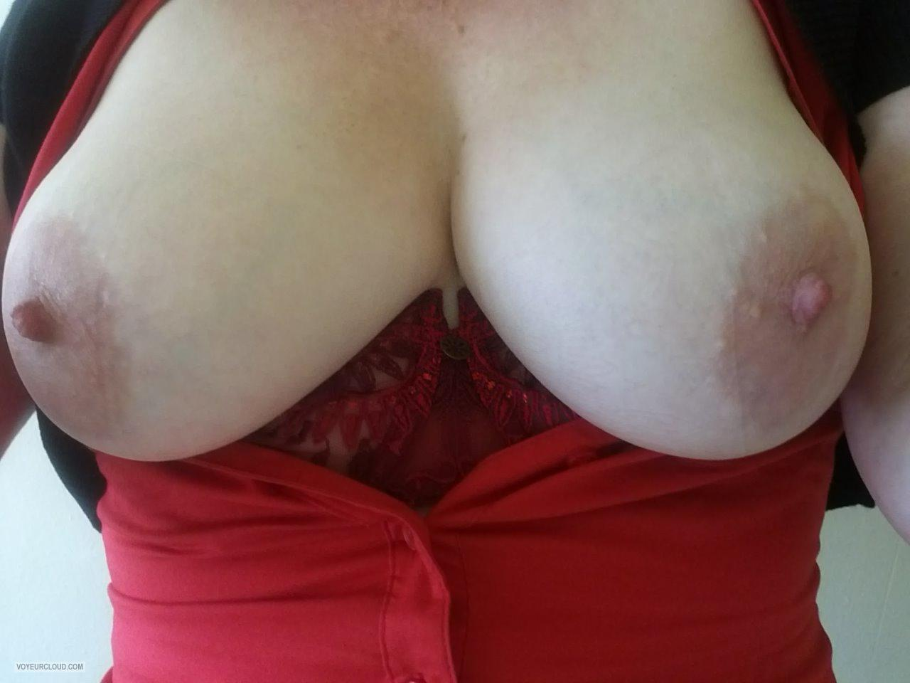 Tit Flash: Wife's Big Tits (Selfie) - Jojo from United Kingdom