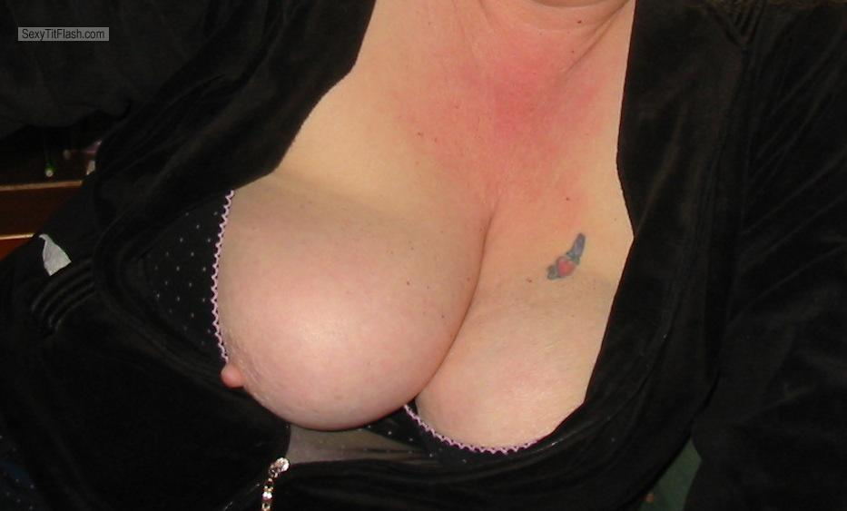 Tit Flash: Wife's Big Tits - Tits from United States