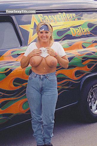Tit Flash: Big Tits - Topless Linda from United States