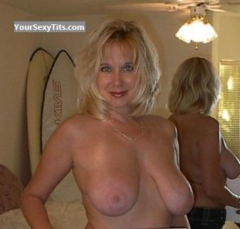 Tit Flash: Big Tits - Topless Luckyblue from United States