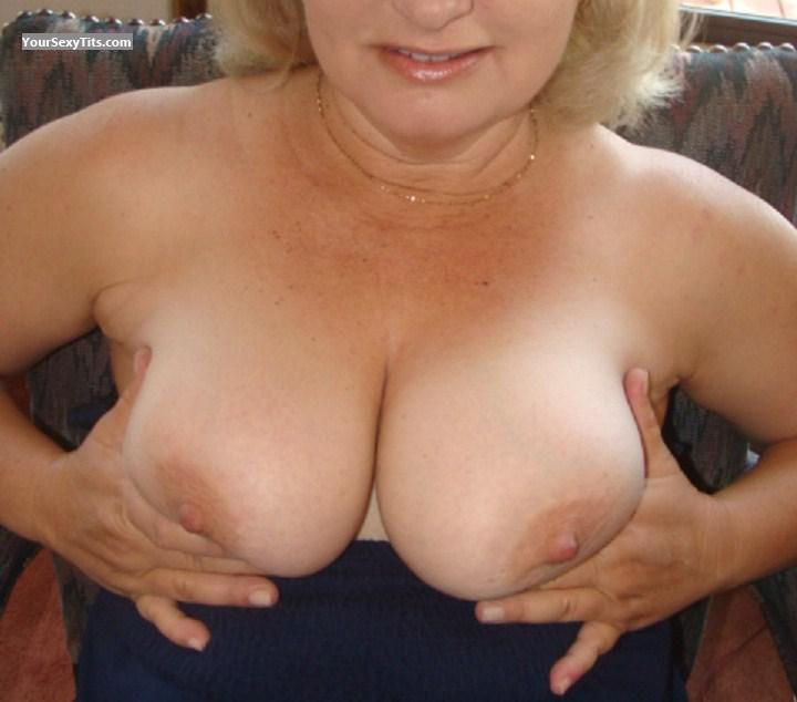 Tit Flash: Big Tits - Nice from United States