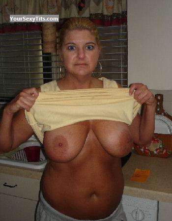 Tit Flash: Wife's Big Tits - Topless FlaWife from United States