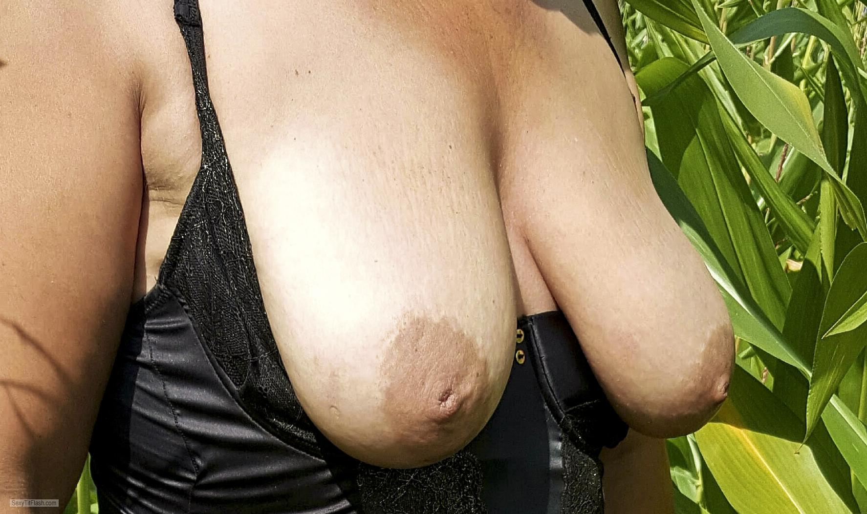 Tit Flash: Girlfriend's Big Tits - Darter from United Kingdom