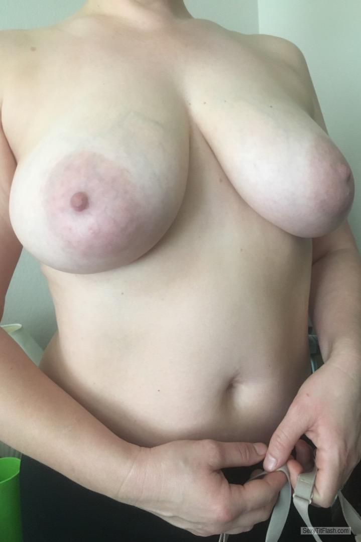 Tit Flash: Wife's Big Tits - Milf Hangers from United States