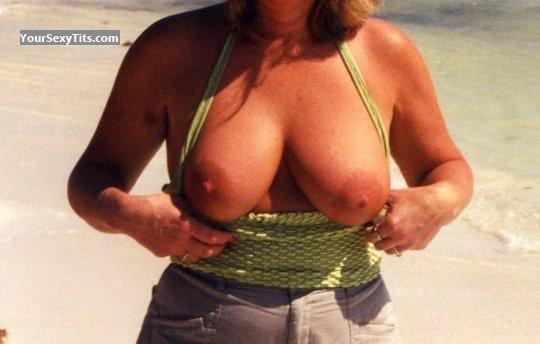Big Tits Mrs Beachlady