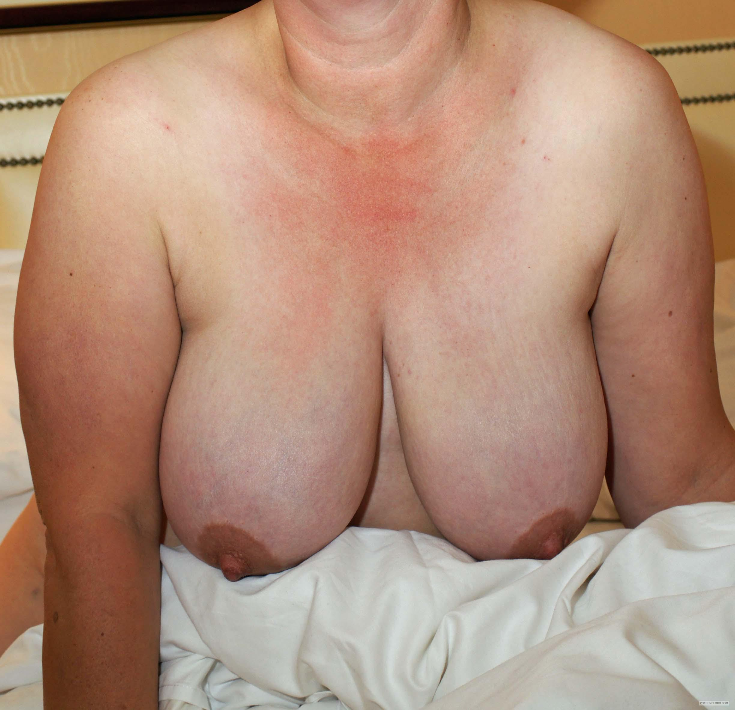 Tit Flash: Wife's Big Tits - H from United Kingdom