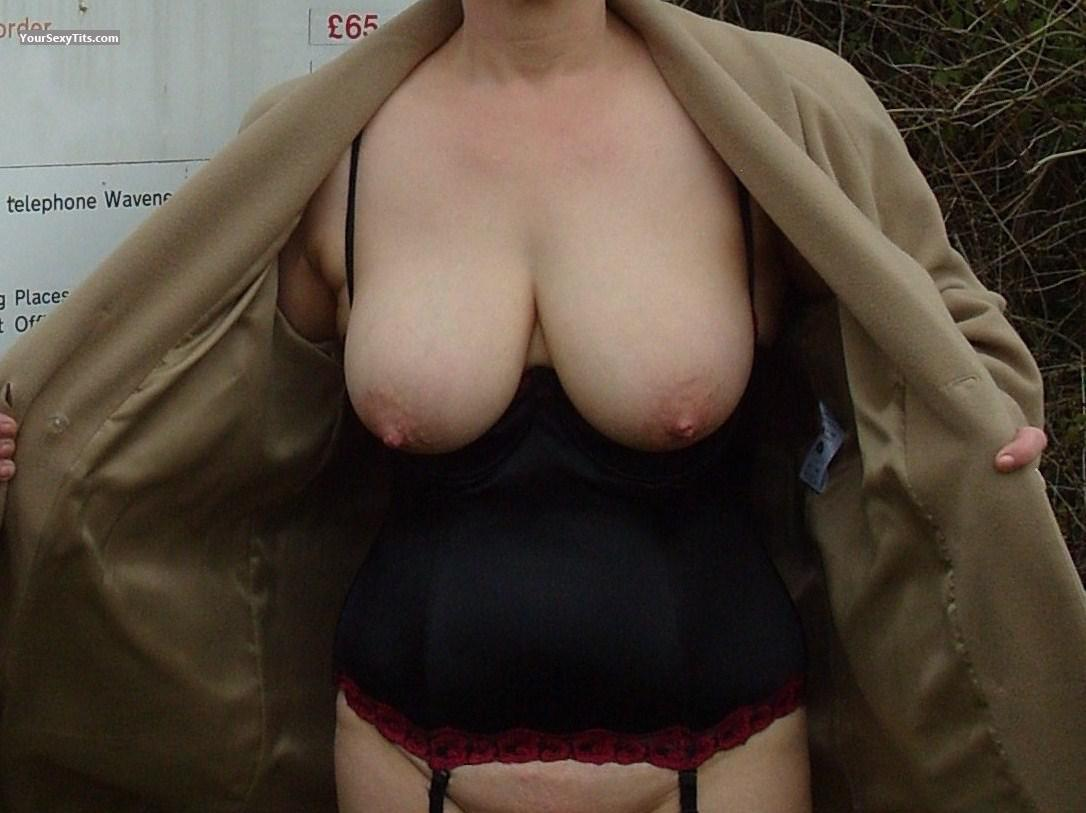 Tit Flash: Wife's Big Tits - Sexy Sue from United Kingdom
