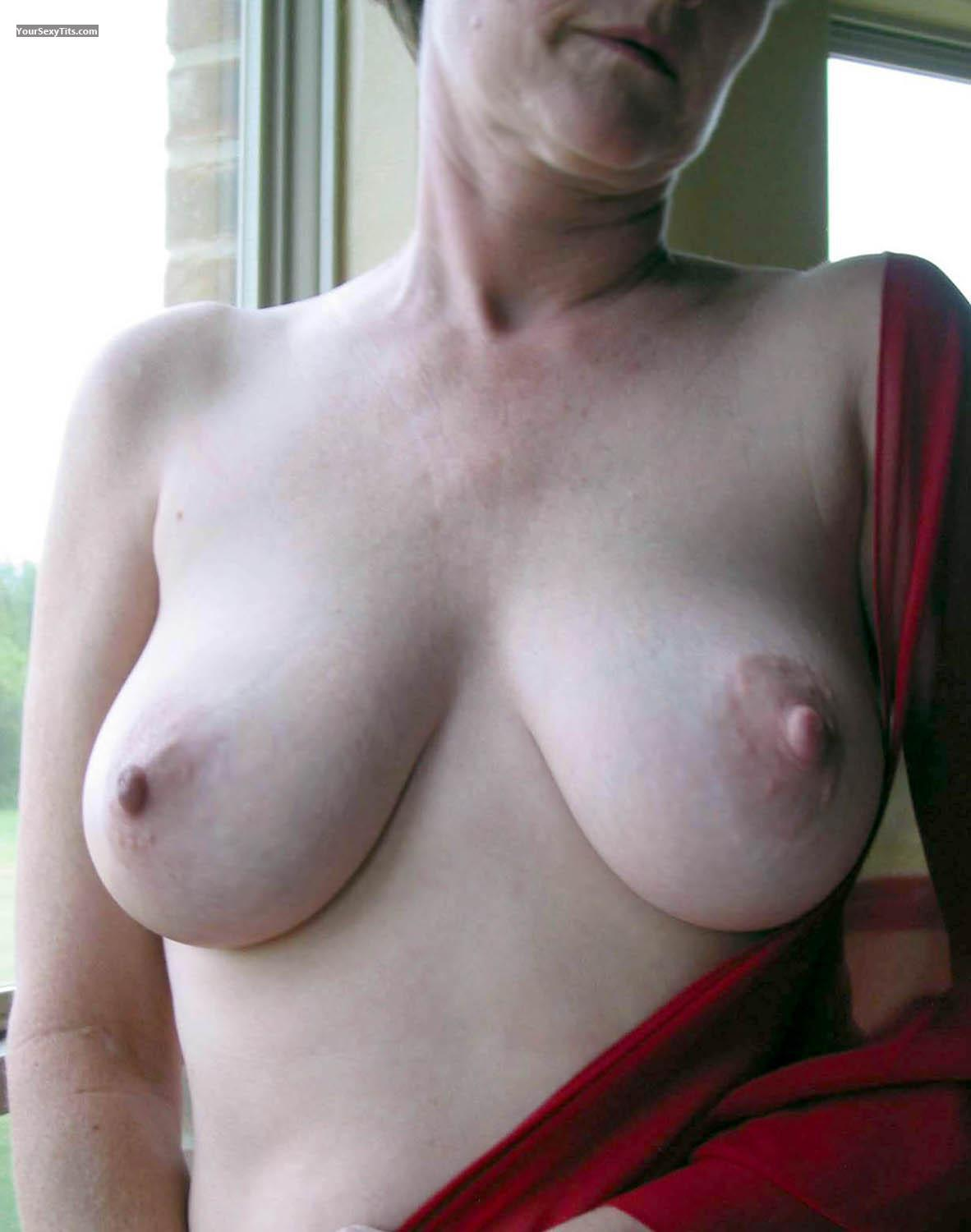 Tit Flash: Wife's Big Tits - Peaches from United States