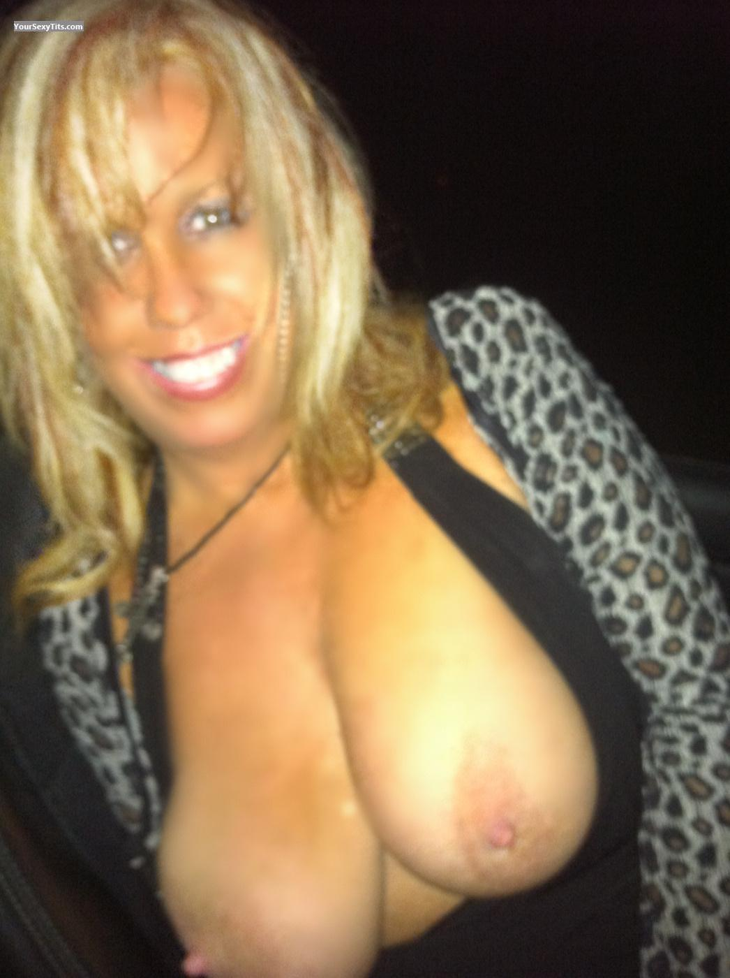 Tit Flash: Wife's Big Tits - Topless Sexylittlehotte from United States