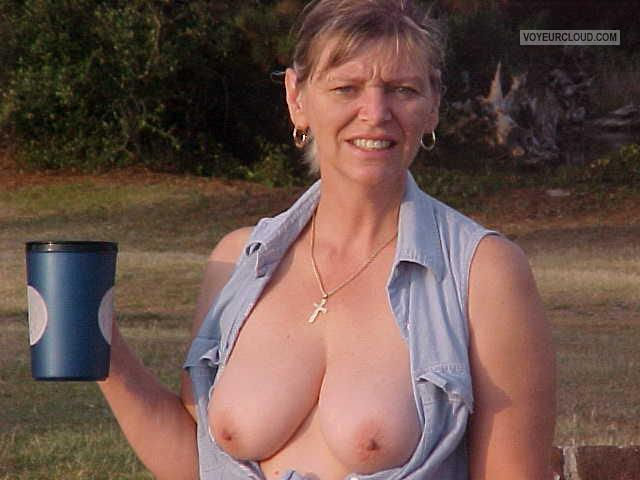 Medium Tits Of My Wife Topless Roseanne
