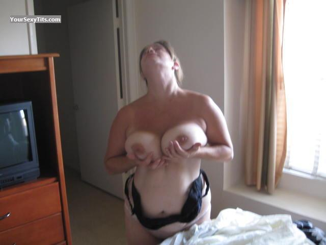 Tit Flash: Big Tits - Redbetter from United States