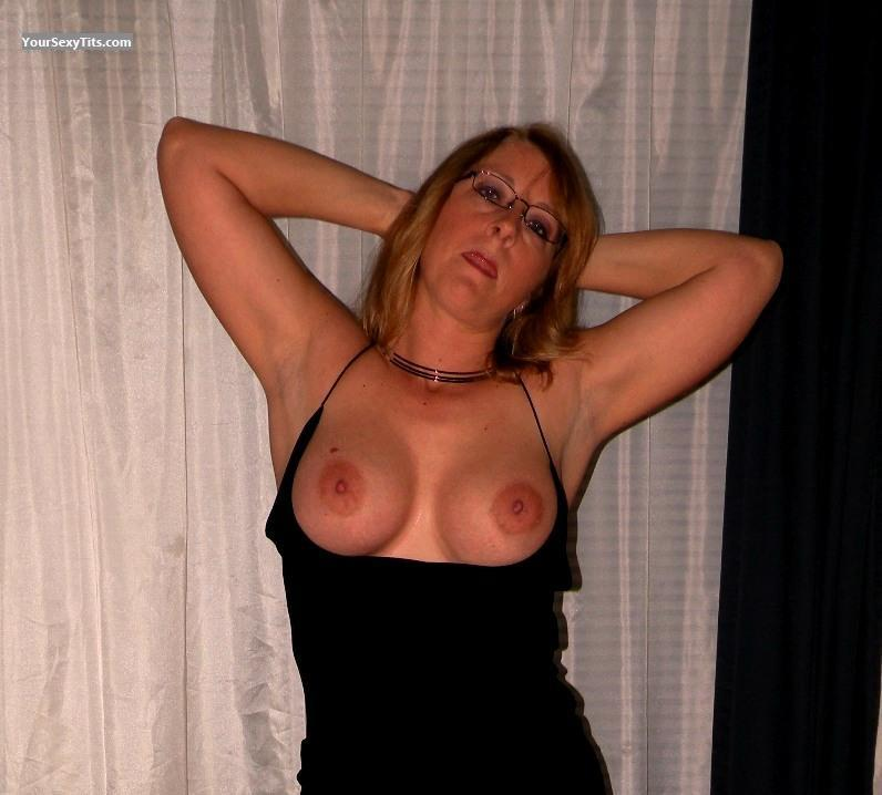 Tit Flash: Big Tits - Topless Cassy from United States
