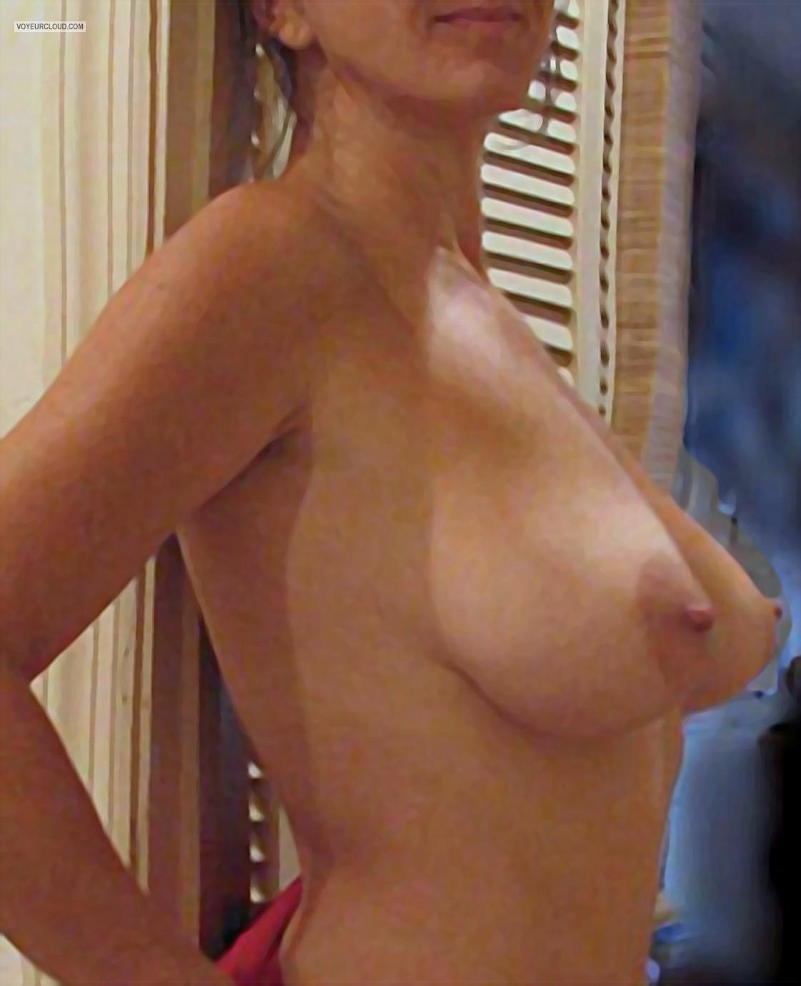 Tit Flash: Wife's Big Tits - Lovelee from United States