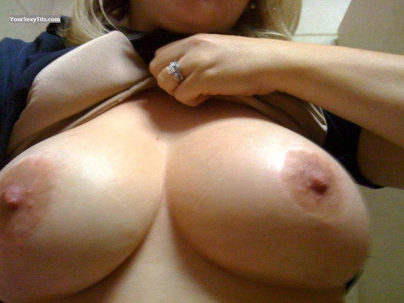 Tit Flash: Big Tits - Hot Mama from United States