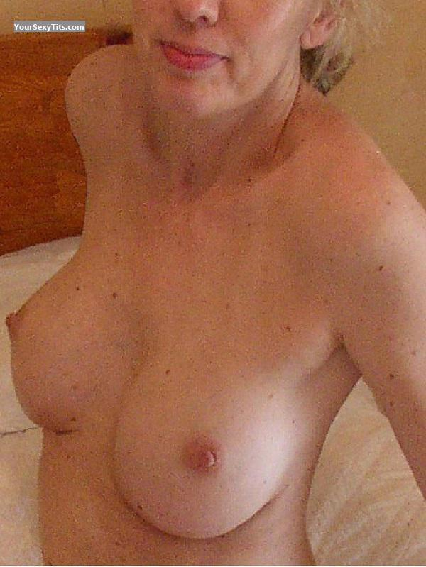 Tit Flash: Wife's Big Tits - Miss Paris from United States