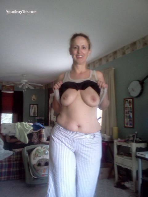 Tit Flash: Wife's Big Tits - Topless Rere from United States