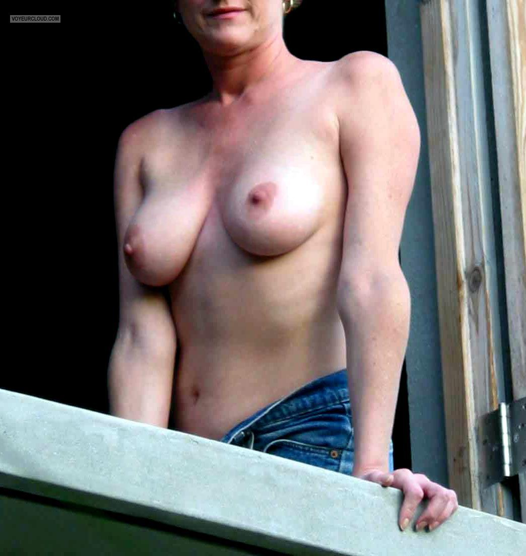 Tit Flash: Wife's Medium Tits - Peaches from United States