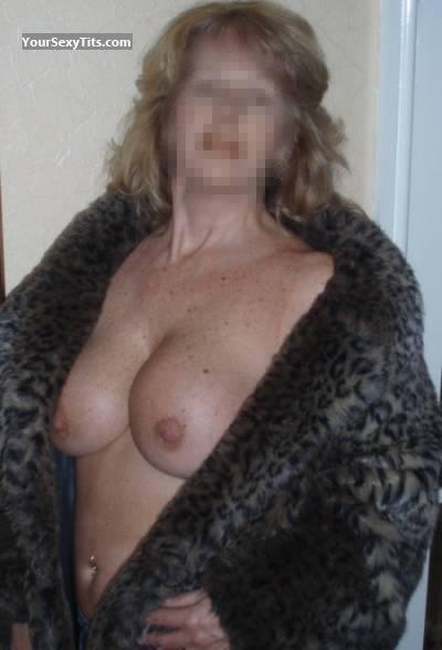 Tit Flash: Big Tits - Blondie from United Kingdom