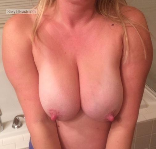 Tit Flash: Wife's Big Tits - Housewife W/ Nips from United States
