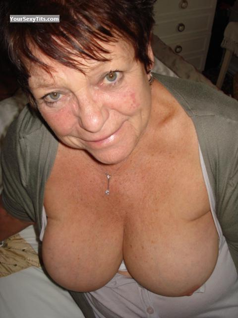 Tit Flash: Wife's Big Tits - Topless Sexy M from United Kingdom