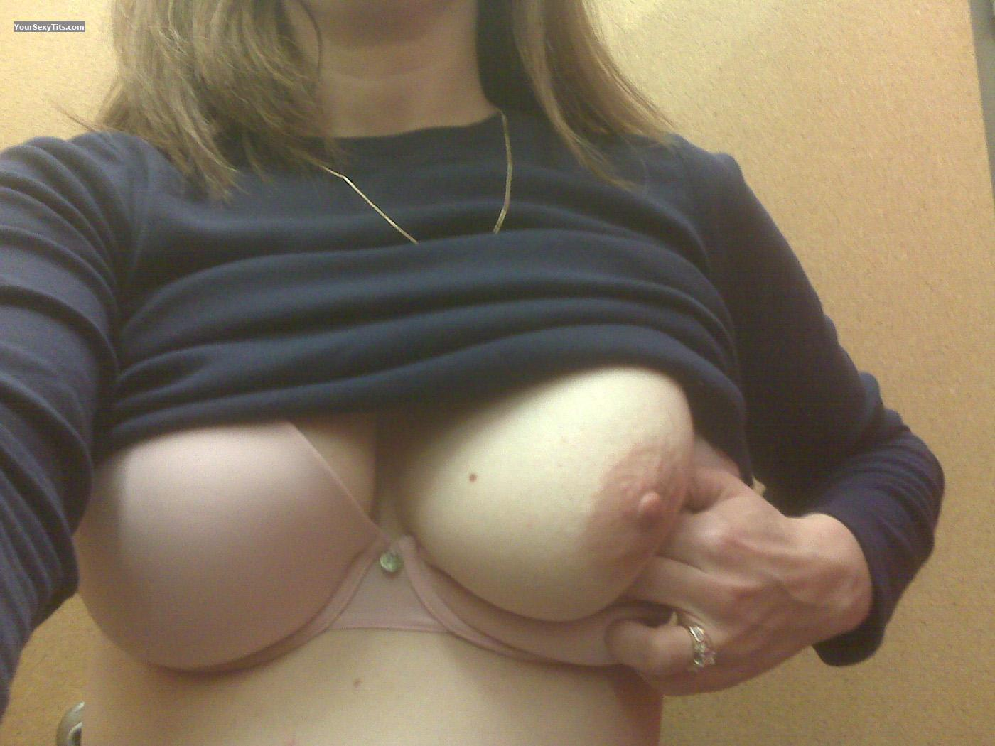 A quick tittie flash while shopping 9