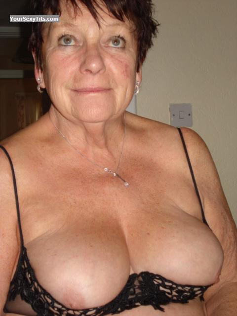 Tit Flash: Wife's Big Tits - Sexy M from United Kingdom