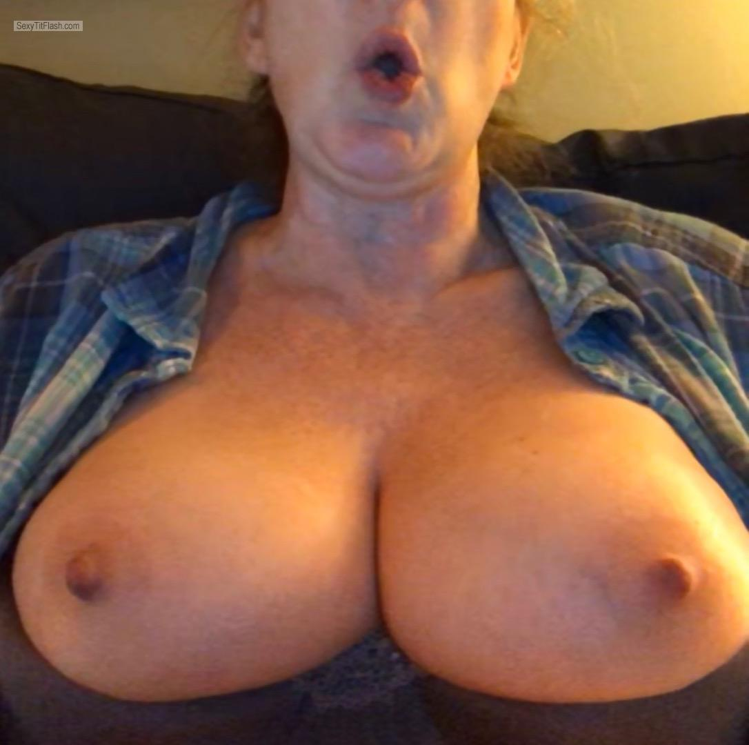 Tit Flash: Wife's Big Tits - Ohhh Look At My Tits from United States