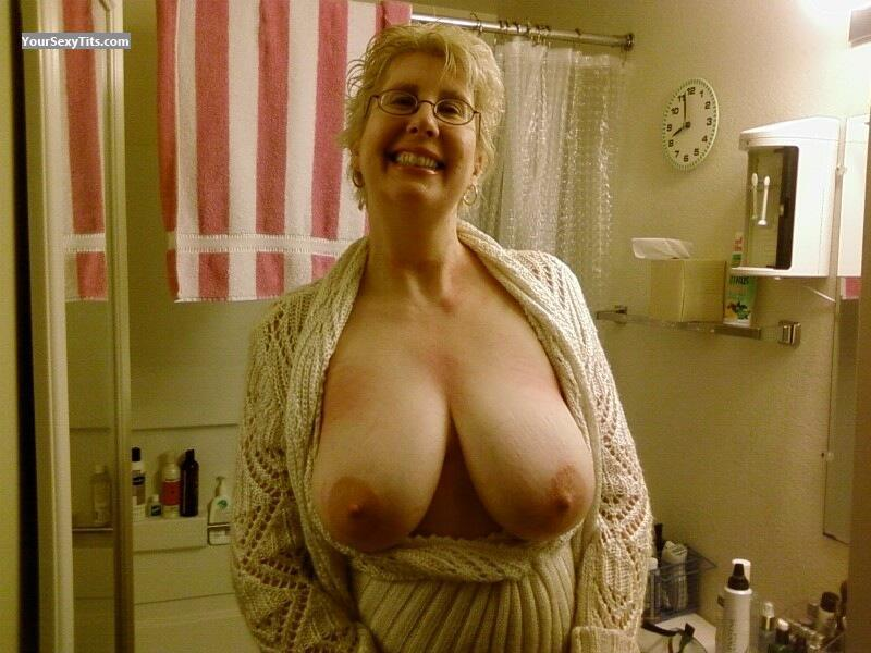 Tit Flash: Big Tits - Topless LARK from United States