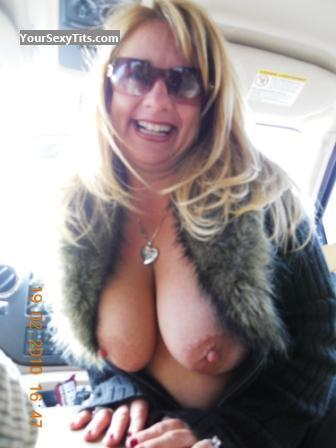 Tit Flash: Big Tits - Topless Littlecrazy1 from United States