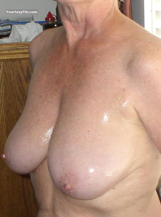 Tit Flash: Big Tits - Big Tits from United States