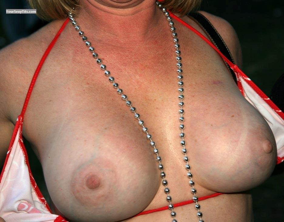 Tit Flash: Big Tits - Harley from United States