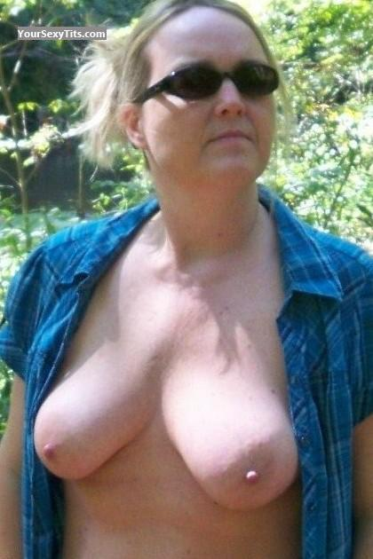 Tit Flash: Wife's Big Tits - Topless Maggie45666@aol from United States