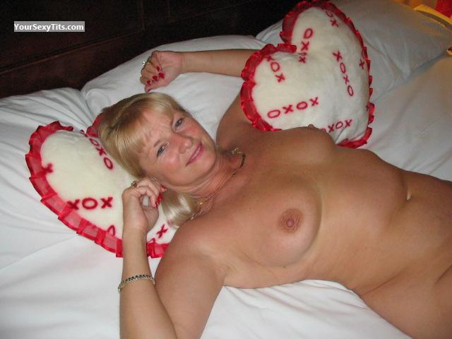 Tit Flash: Big Tits - Topless Lovey from United States