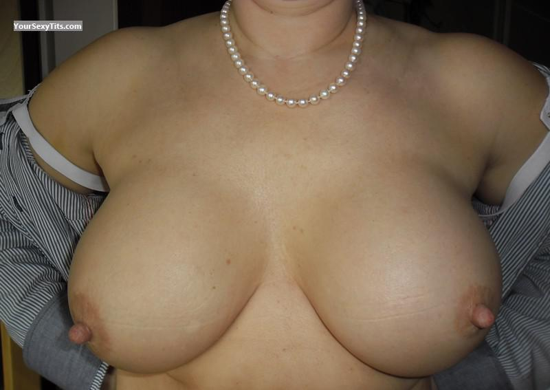 Tit Flash: Wife's Big Tits - Bibifromeurope from United States
