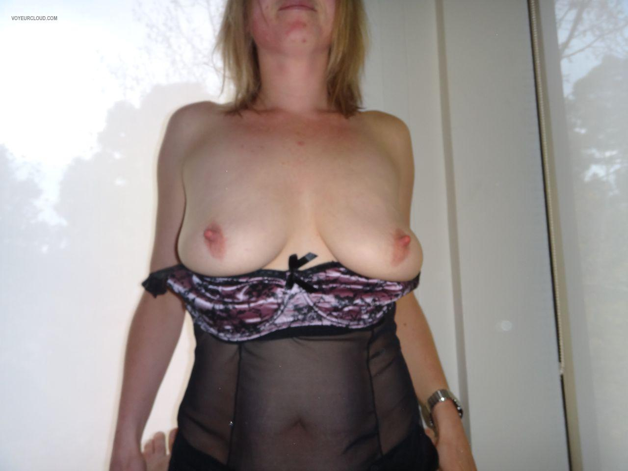 Tit Flash: My Friend's Big Tits - Wife Or Mistress? from United States