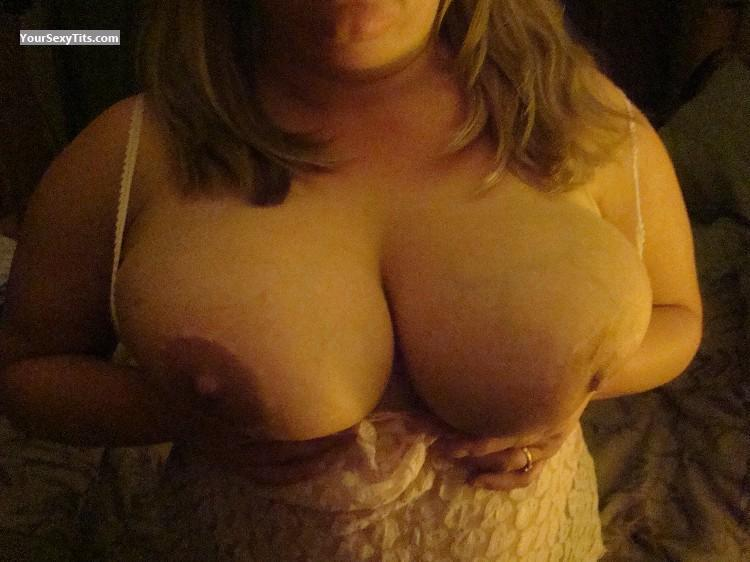 Tit Flash: Big Tits - Look from United States