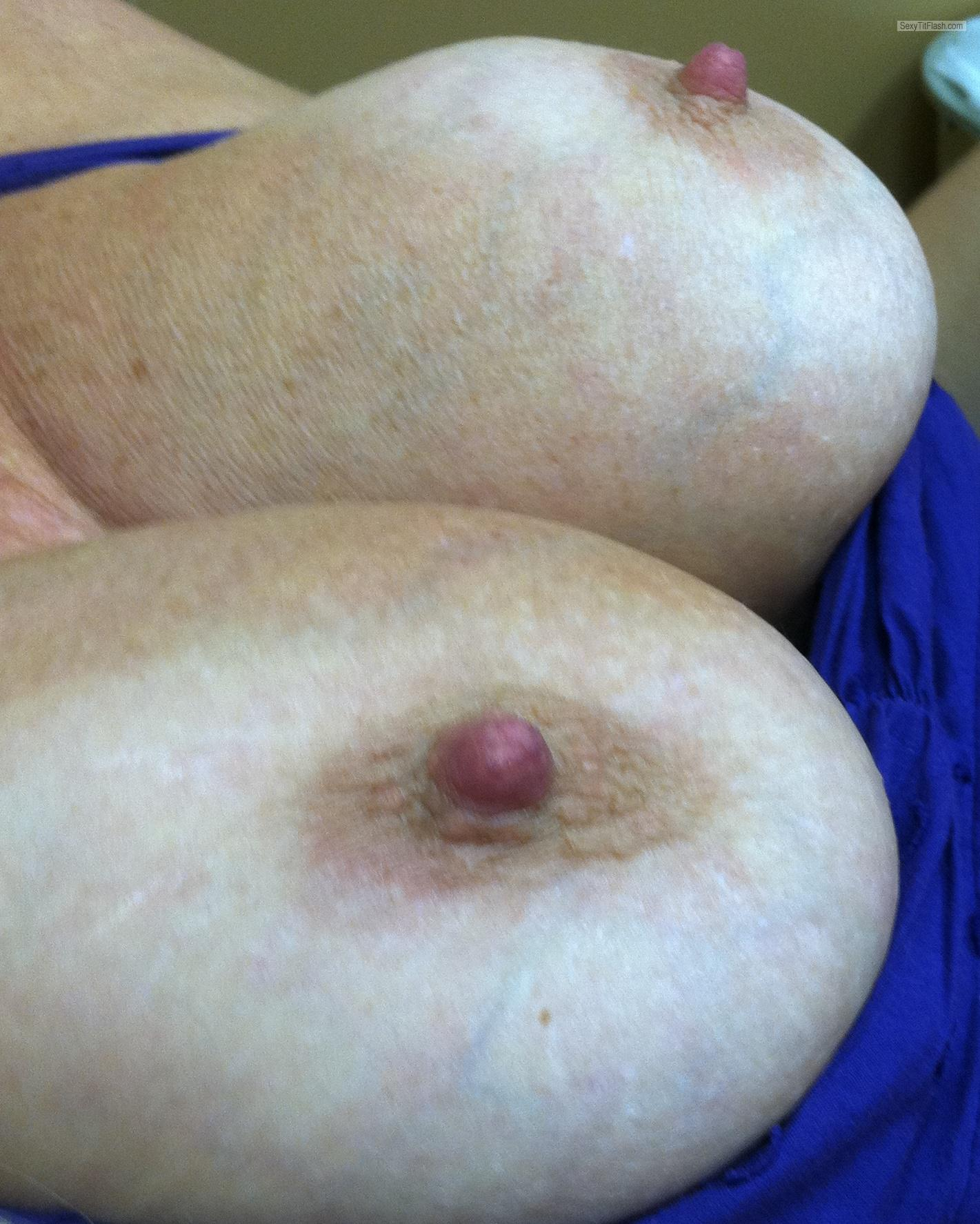 Tit Flash: Wife's Big Tits - Wifey from United States